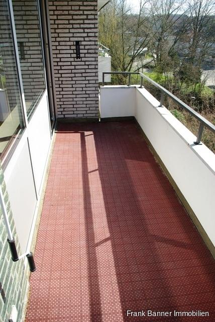 Alt-Erkrath: ZENTRAL WOHNEN 3 Zimmer mit Balkon - Balkon mit Sonnenmarkise